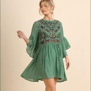 {Umgee} Green Floral Embroidered Bell-Sleeve Dress